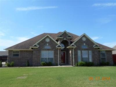 Fort Gibson Single Family Home For Sale: 1405 Hickory Hills Drive