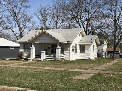 Ada Single Family Home For Sale: 400 W 17th Street