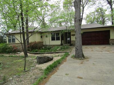 Tahlequah OK Single Family Home For Sale: $185,000