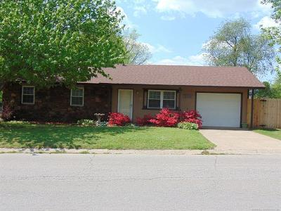 Tahlequah OK Single Family Home For Sale: $132,900