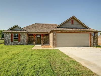 Mounds Single Family Home For Sale: 6930 Olind Drive
