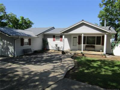 Park Hill OK Single Family Home For Sale: $195,000