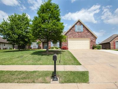Claremore Single Family Home For Sale: 8107 Vintage Trace Drive