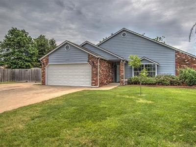 Broken Arrow Single Family Home For Sale: 1203 W Edgewater Place