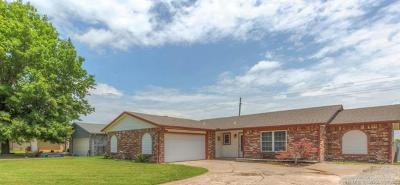 Broken Arrow Single Family Home For Sale: 3221 S 217th East Avenue