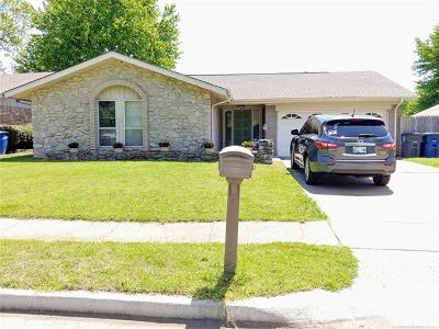 Tulsa Single Family Home For Sale: 10710 E 29th Street