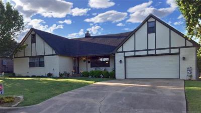 Okmulgee Single Family Home For Sale: 2301 E Maple Ridge Avenue