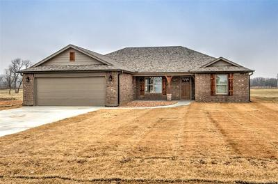 Mounds Single Family Home For Sale: 6910 Olind Drive
