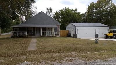 Coweta Single Family Home For Sale: 204 W Walnut Street