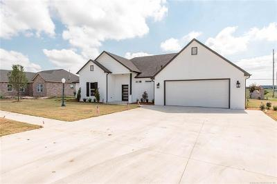 Osage County, Washington County Single Family Home For Sale: 1209 S Hummingbird Place