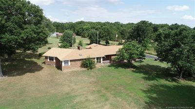 Tahlequah Single Family Home For Sale: 14266 Highway 82 Highway