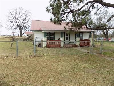 Holdenville OK Single Family Home For Sale: $59,900