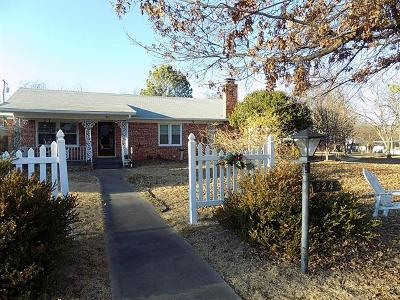 Holdenville OK Single Family Home For Sale: $114,900