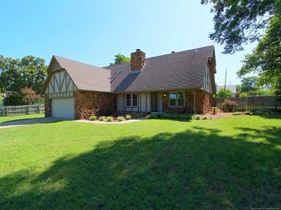 Sand Springs Single Family Home For Sale: 3203 S Linwood Drive
