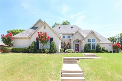 Catoosa Single Family Home For Sale: 107 Williamsburg Street