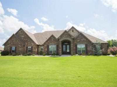 Owasso Single Family Home For Sale: 6501 Oakwood Circle North