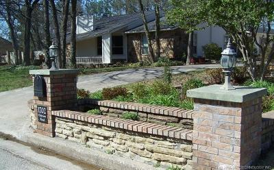 Okmulgee Single Family Home For Sale: 1702 Oakview Road