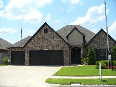 Tulsa Single Family Home For Sale: 18402 E 50th Place S