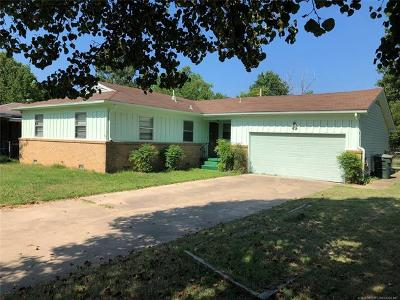 Skiatook Single Family Home For Sale: 1210 S Russell Street