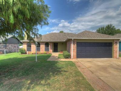 Sand Springs Single Family Home For Sale: 4518 Redbud Drive