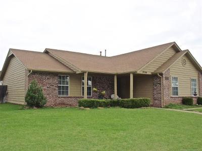 Broken Arrow Single Family Home For Sale: 2208 W Quinton Street