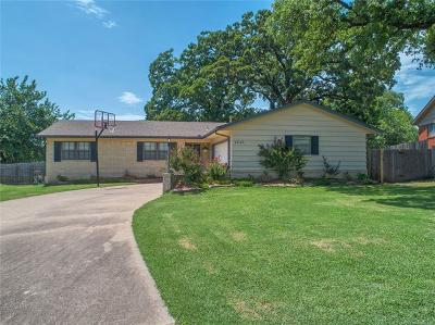 Sand Springs Single Family Home For Sale: 1210 Forest Drive