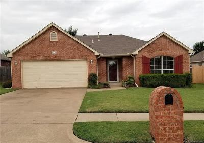 Sand Springs Single Family Home For Sale: 5210 Redbud Drive