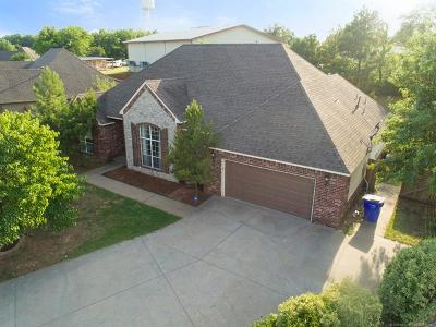 Claremore Single Family Home For Sale: 25530 Briar Drive