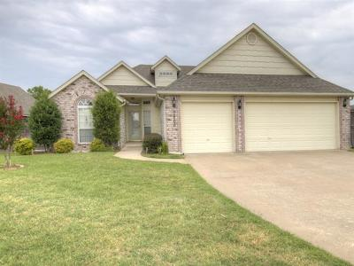 Owasso Single Family Home For Sale: 9806 N 98th East Court