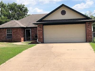 Okmulgee Single Family Home For Sale: 1201 S Green Willow Road
