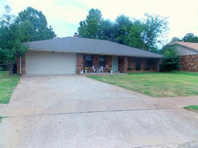 Owasso Single Family Home For Sale: 105 E 21st Street