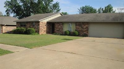 Bartlesville Single Family Home For Sale: 6611 Trail Drive