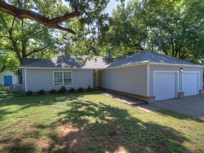 Sand Springs Single Family Home For Sale: 1703 Ledbetter Drive