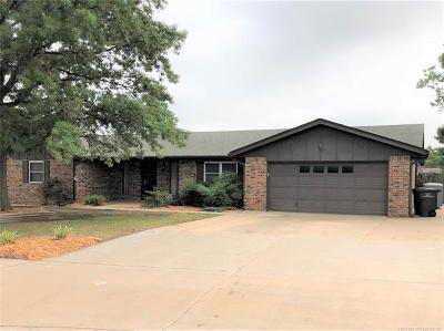 Bartlesville Single Family Home For Sale: 6518 Autumn Circle