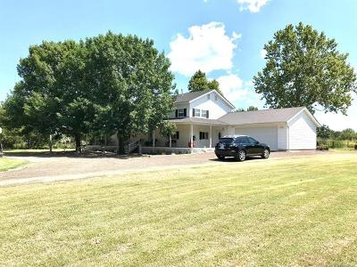 Mounds Single Family Home For Sale: 1250 N 260 Road