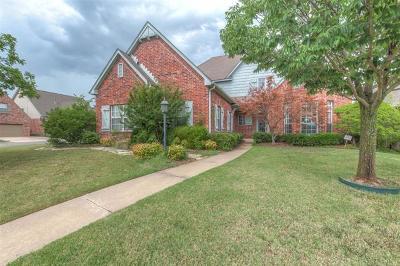 Tulsa Single Family Home For Sale: 8528 S 71st East Avenue