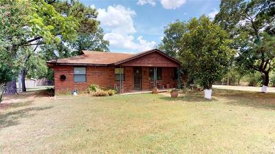Stonewall OK Single Family Home For Sale: $87,000