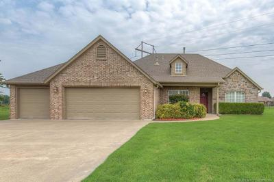 Owasso Single Family Home For Sale: 7825 N 161st East Court