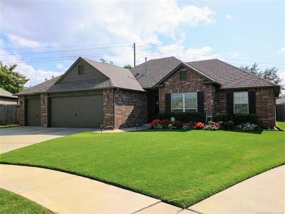 Broken Arrow Single Family Home For Sale: 1715 W Canton Place