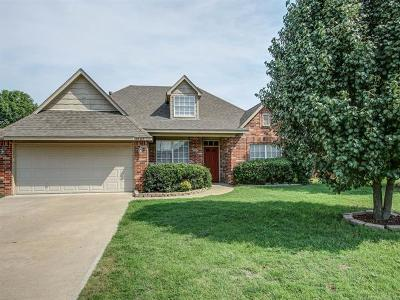 Owasso Single Family Home For Sale: 9807 E 97th Place North