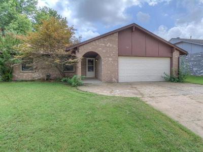 Broken Arrow Single Family Home For Sale: 229 W Waco Place