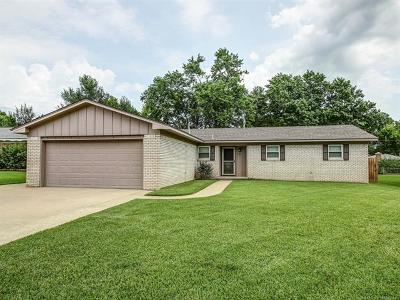 Broken Arrow Single Family Home For Sale: 1705 S Date Avenue