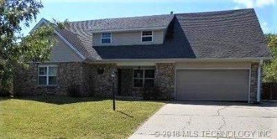 Sand Springs Single Family Home For Sale: 200 Oak Ridge Drive