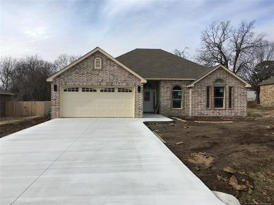 Fort Gibson Single Family Home For Sale: 205 S Nash Street