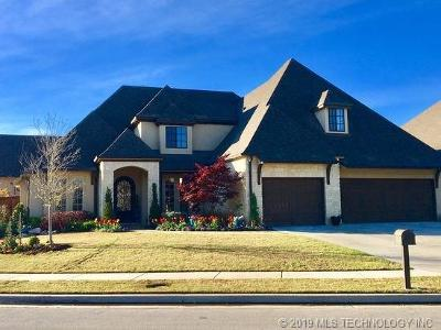 Tulsa Single Family Home For Sale: 636 W 78th Place