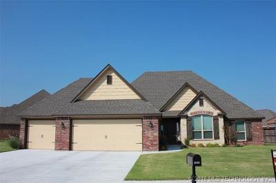 Single Family Home For Sale: 26499 Columbia Crest Drive