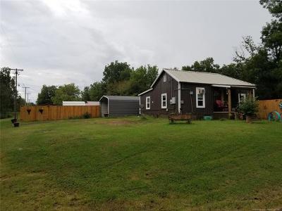 Dewar Single Family Home For Sale: 701 W 5th Street