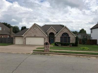 Sand Springs Single Family Home For Sale: 931 Holly Court