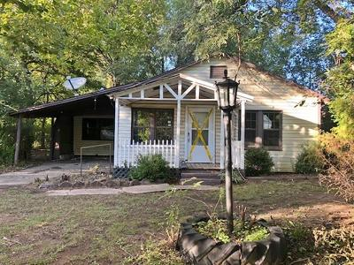 Spiro Single Family Home For Sale: 407 NE 6th Street