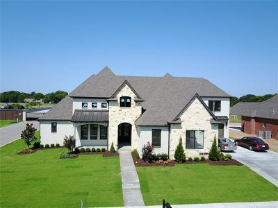 Tulsa Single Family Home For Sale: 9926 S Hudson Avenue
